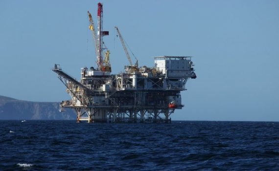 Tankers and natural gas: two beneficiaries of oil rout
